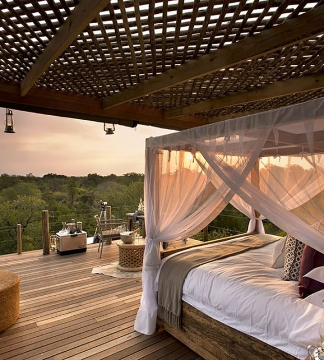 A Romantic Star-Bed Treehouse 25