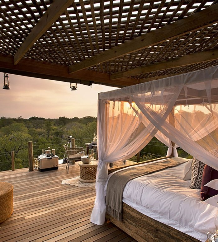 A Romantic Star-Bed Treehouse 4