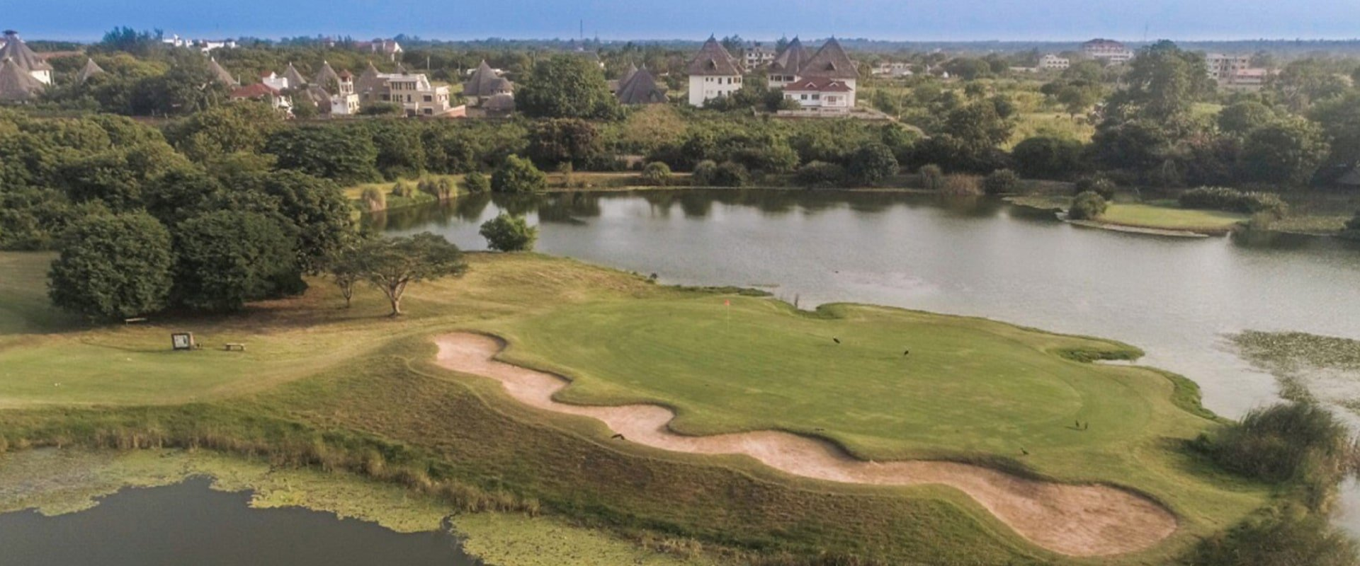 Play golf at the nearby 18 holes Golf Resort