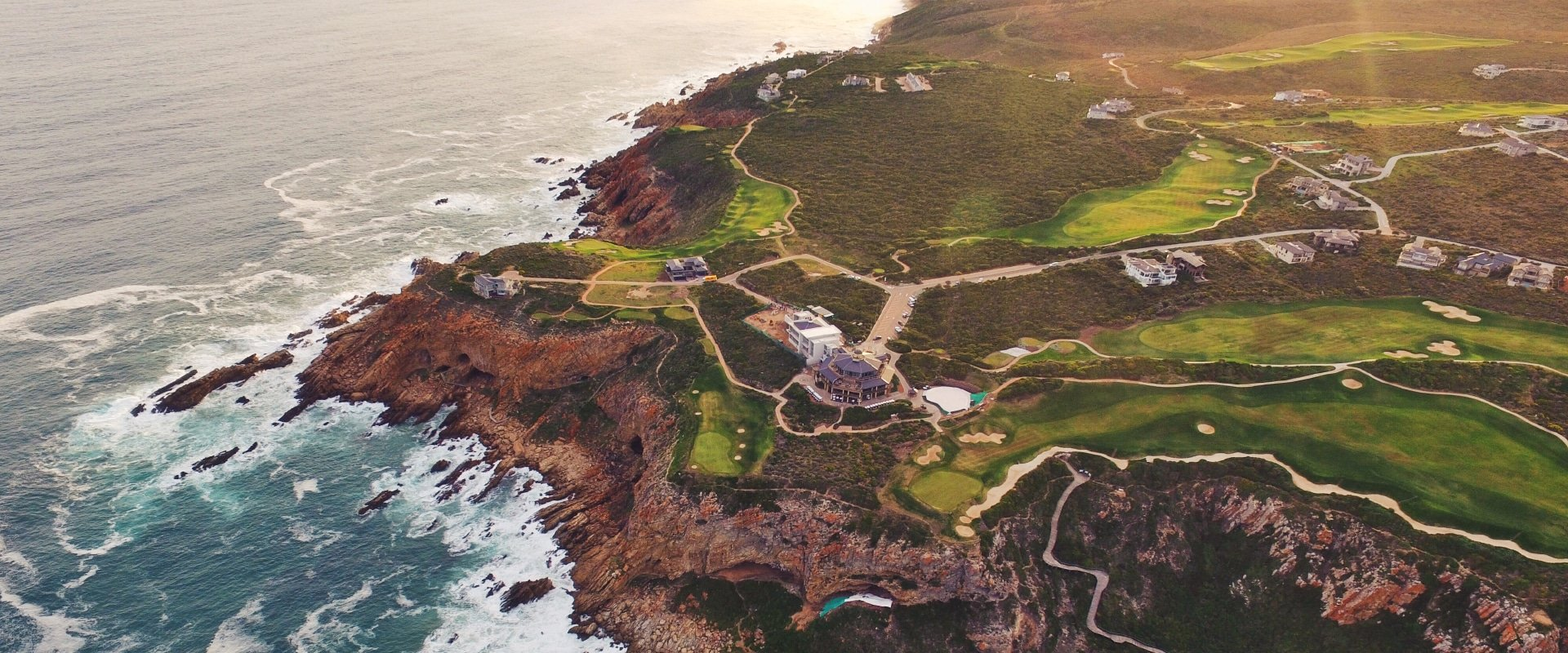 Play golf at Pinnacle Point Golf Course in Mossel Bay
